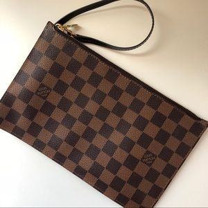 Louis Vuitton Bags - Authentic Louis Vuitton Neverfull Wristlet